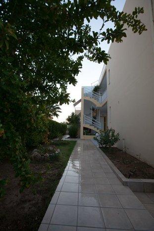 Cosmi Studios & Apartments