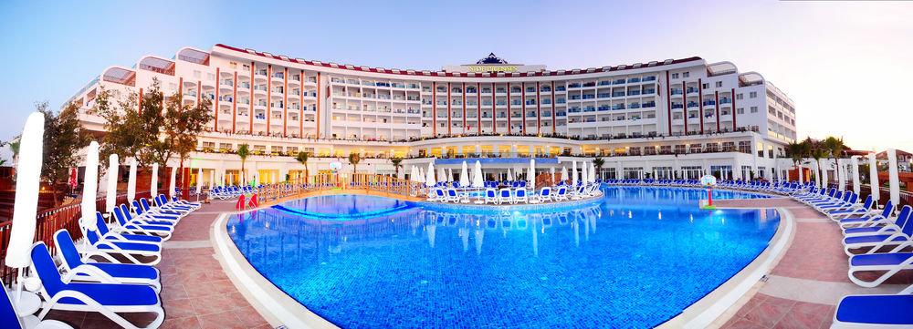 Modernes  Sterne Hotel Mit Pool Hamburg