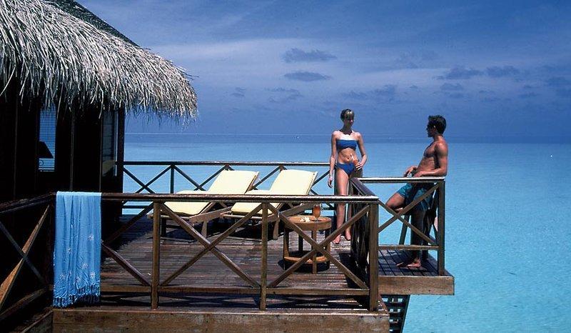 top luxusresort auf den malediven 7 tage im 4 5 sterne. Black Bedroom Furniture Sets. Home Design Ideas